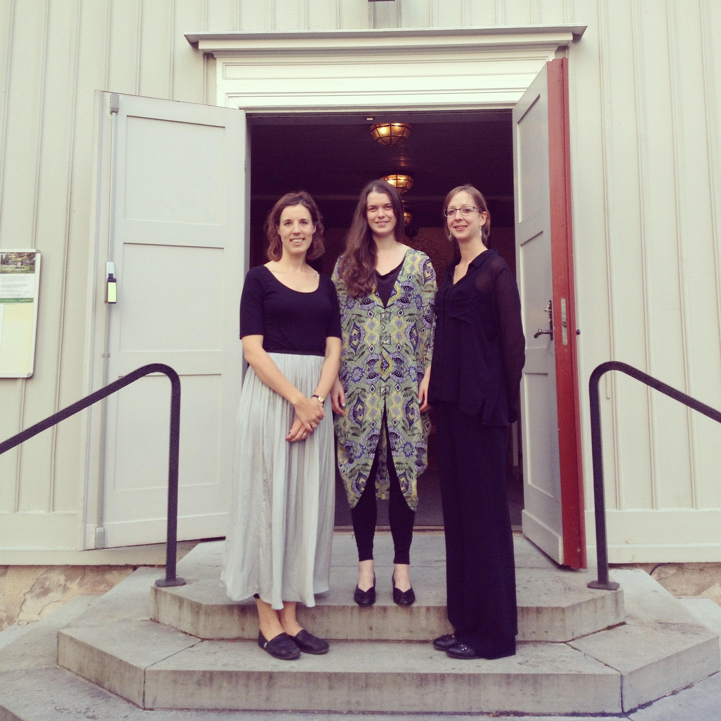 Trio Chapman utanför Slottskapellet Jonkoping augusti 2015